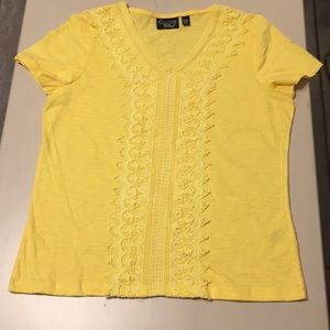 Women's lovely yellow top NWOT.